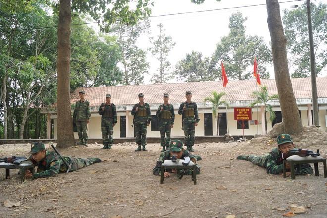 Tân binh Trung đoàn Gia Định trên thao trường đất thép Củ Chi - ảnh 2