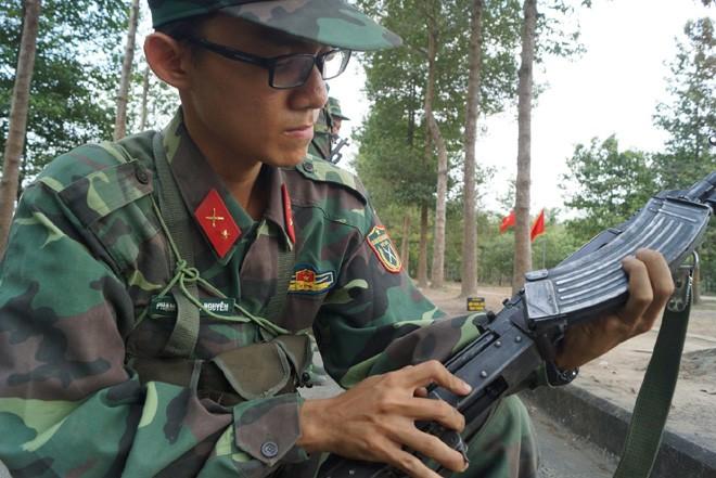 Tân binh Trung đoàn Gia Định trên thao trường đất thép Củ Chi - ảnh 3