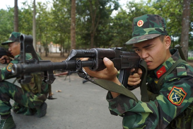 Tân binh Trung đoàn Gia Định trên thao trường đất thép Củ Chi - ảnh 4