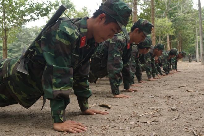 Tân binh Trung đoàn Gia Định trên thao trường đất thép Củ Chi - ảnh 5