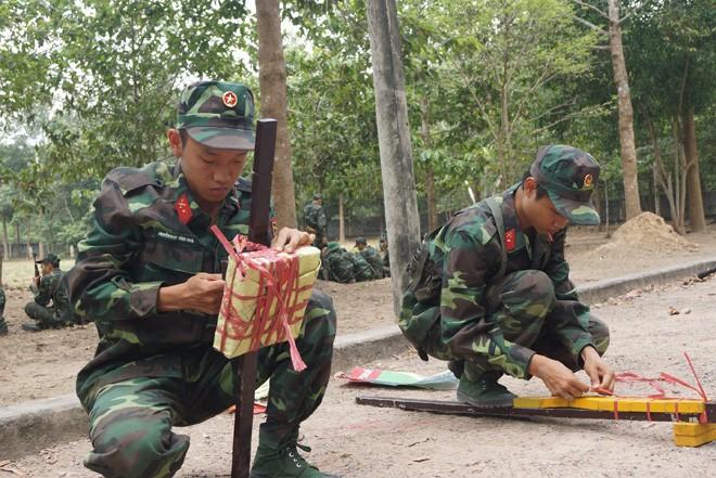 Tân binh Trung đoàn Gia Định trên thao trường đất thép Củ Chi - ảnh 6