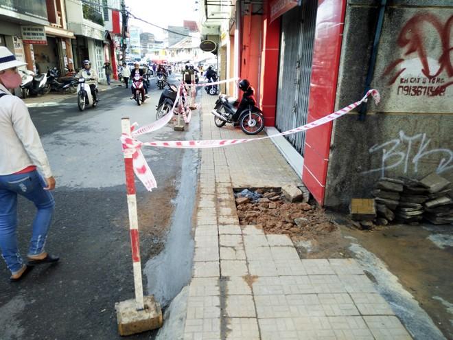 Cấm ô tô, di dời 45 hộ khỏi trung tâm Đà Lạt vì sụt lún đất    - ảnh 1