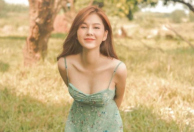 Dàn hot girl sinh năm 1990 theo 'tôn chỉ' yêu đời, quyến rũ - ảnh 1