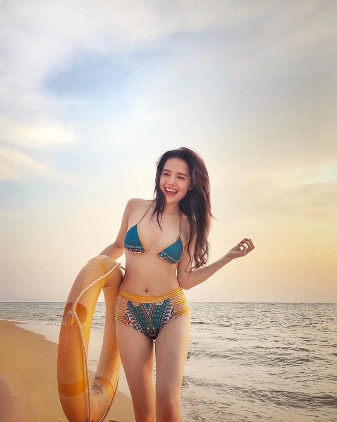Dàn hot girl sinh năm 1990 theo 'tôn chỉ' yêu đời, quyến rũ - ảnh 7