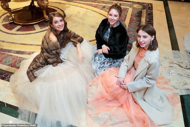 Dạ tiệc trưởng thành của các ái nữ gia đình quyền quý nước Nga - ảnh 6
