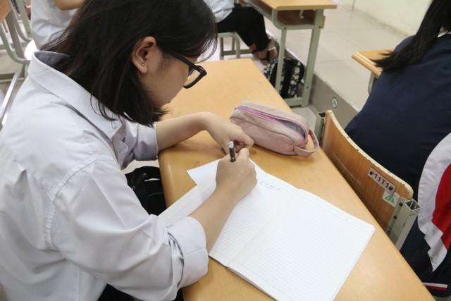 Ba nghìn học sinh Thủ đô được thi lại vì ra đề quá mới: Lỗi tại ai? - ảnh 1