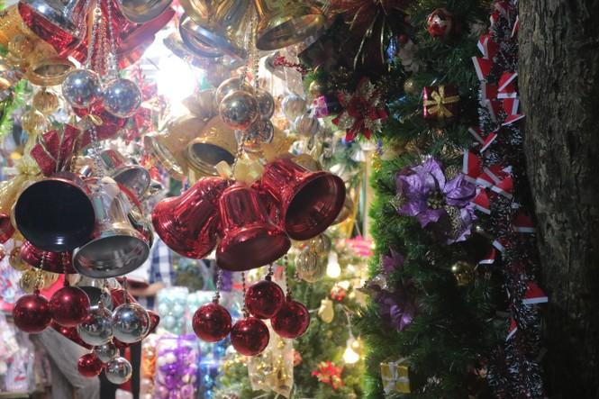 Nam thanh, nữ tú nhộn nhịp lên phố Hàng Mã trước thềm Giáng Sinh - ảnh 6