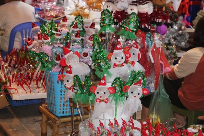 Nam thanh, nữ tú nhộn nhịp lên phố Hàng Mã trước thềm Giáng Sinh - ảnh 8