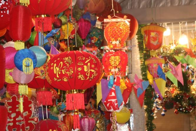 Nam thanh, nữ tú nhộn nhịp lên phố Hàng Mã trước thềm Giáng Sinh - ảnh 11