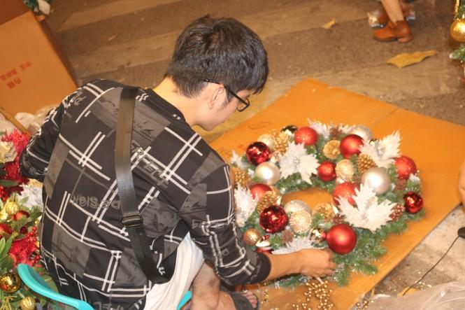 Nam thanh, nữ tú nhộn nhịp lên phố Hàng Mã trước thềm Giáng Sinh - ảnh 9