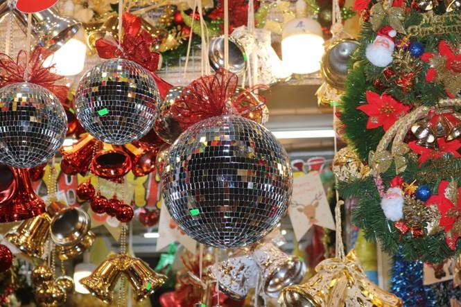 Nam thanh, nữ tú nhộn nhịp lên phố Hàng Mã trước thềm Giáng Sinh - ảnh 12
