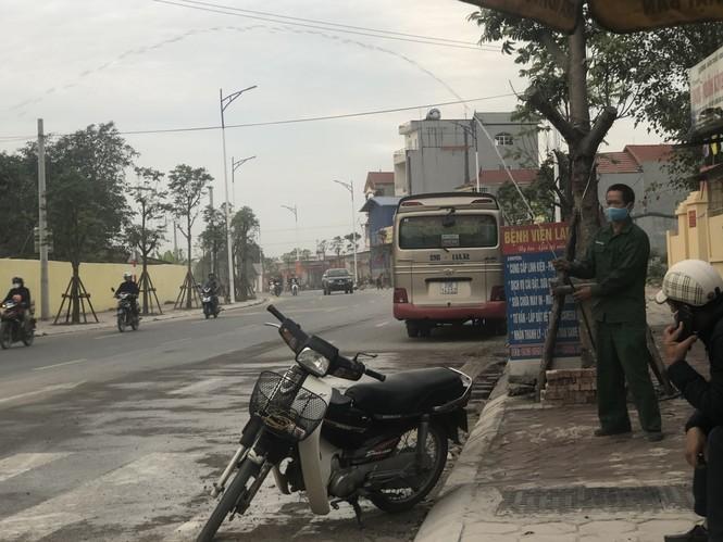 Những 'con đường đau khổ' đầy khói bụi ở Hà Nội - ảnh 12