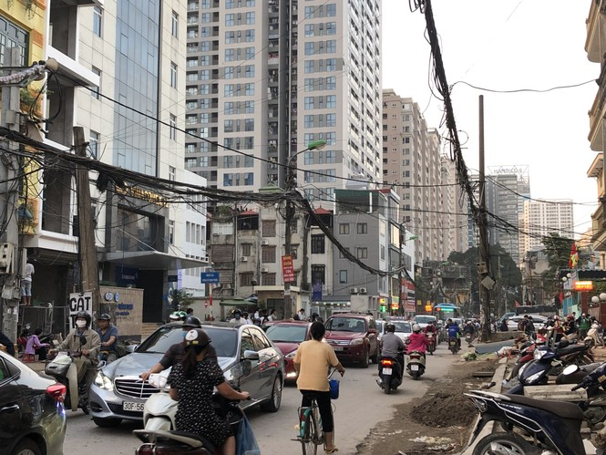 Những 'con đường đau khổ' đầy khói bụi ở Hà Nội - ảnh 6