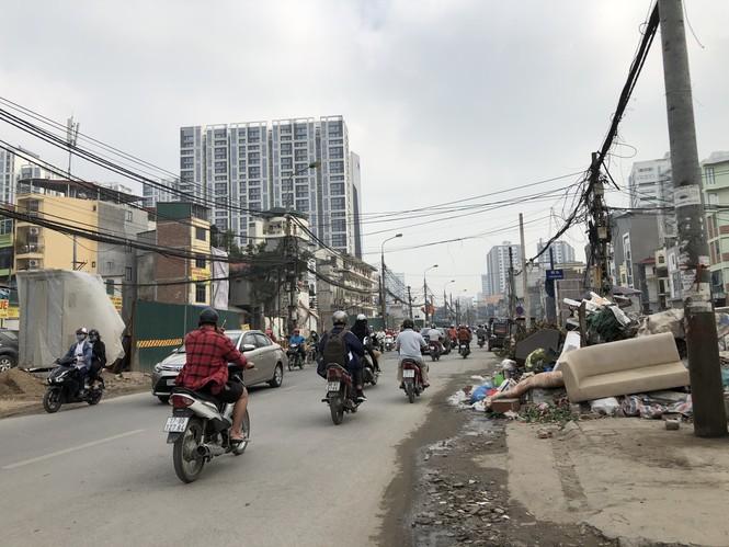 Những 'con đường đau khổ' đầy khói bụi ở Hà Nội - ảnh 10