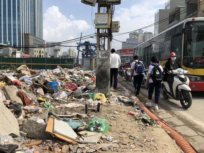 Những 'con đường đau khổ' đầy khói bụi ở Hà Nội - ảnh 2