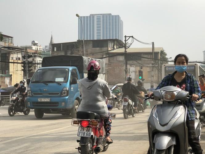 Những 'con đường đau khổ' đầy khói bụi ở Hà Nội - ảnh 11