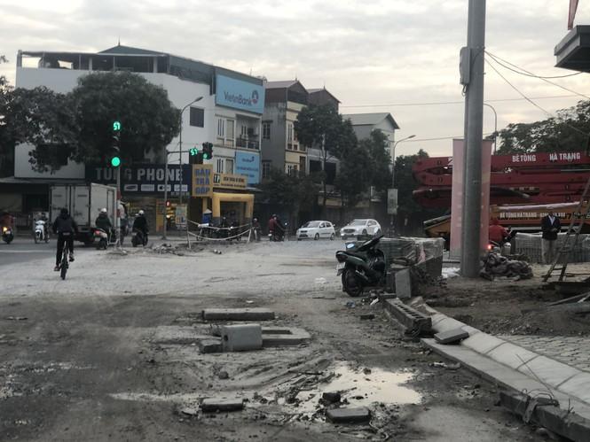 Những 'con đường đau khổ' đầy khói bụi ở Hà Nội - ảnh 7