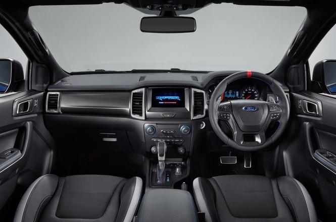 Bán tải 'khủng' Ford Ranger Raptor mới tại Anh có gì đặc biệt? - ảnh 3
