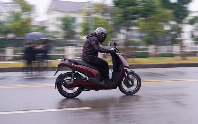 Cặp xe máy điện VinFast thách thức scooter ăn khách ở VN - ảnh 2