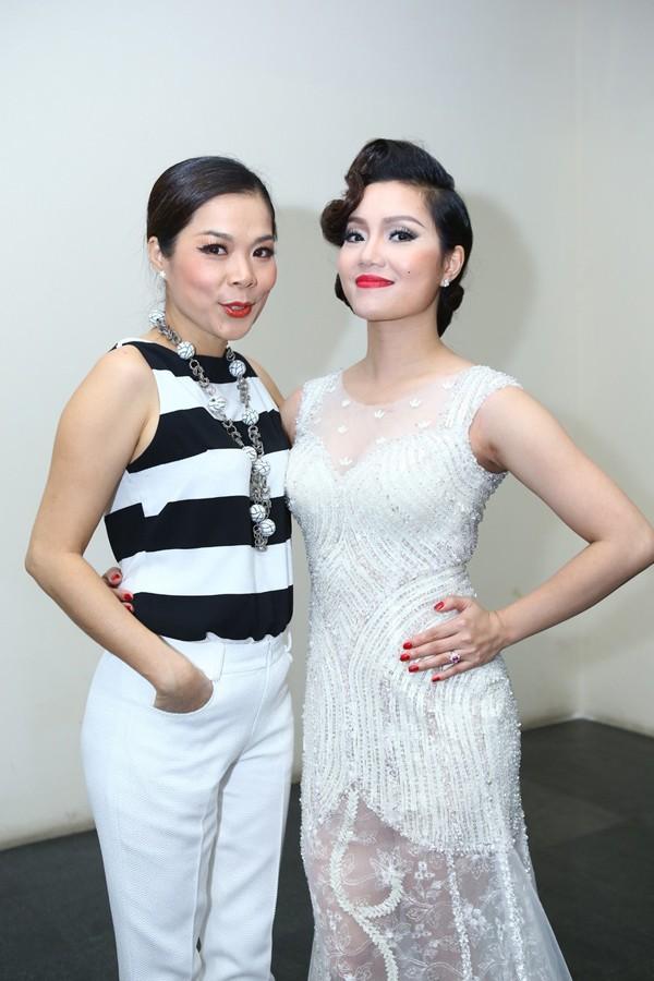 Phi Thanh Vân mặc váy công chúa, ôm chặt 'trai lạ' - ảnh 12