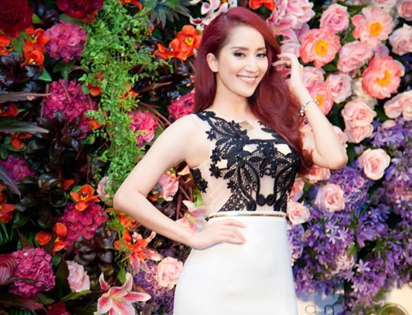 Khánh Thi mặc váy ren gợi cảm đi dự tiệc đêm - ảnh 5