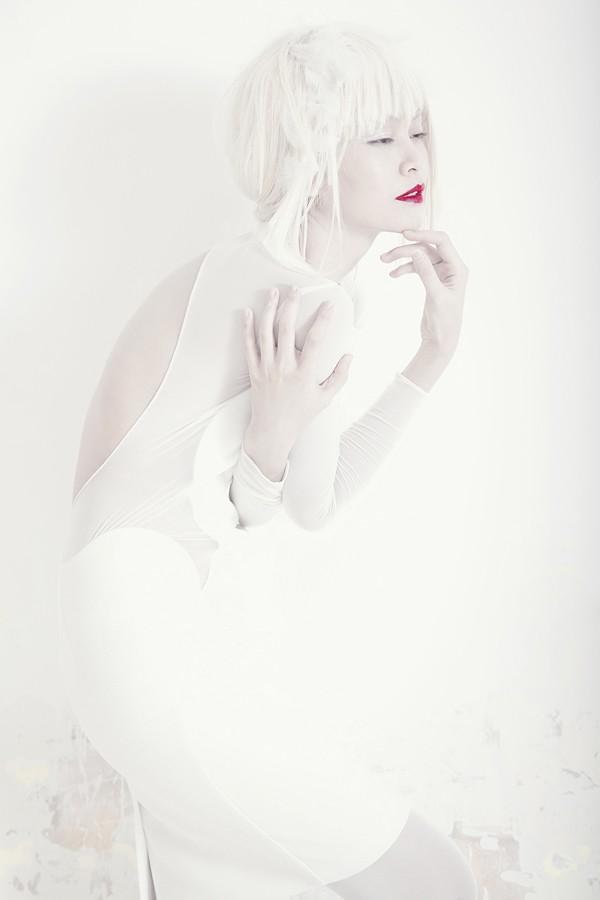 Quán quân Next Top Model hóa nữ thần tuyết trắng - ảnh 6