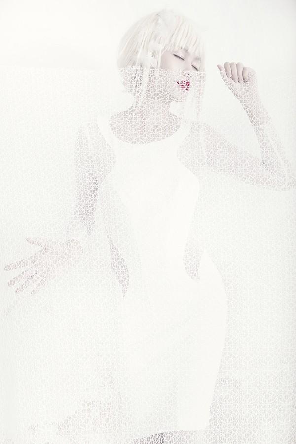 Quán quân Next Top Model hóa nữ thần tuyết trắng - ảnh 7