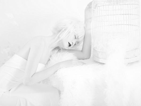 Quán quân Next Top Model hóa nữ thần tuyết trắng - ảnh 4
