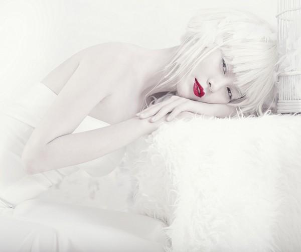 Quán quân Next Top Model hóa nữ thần tuyết trắng - ảnh 1