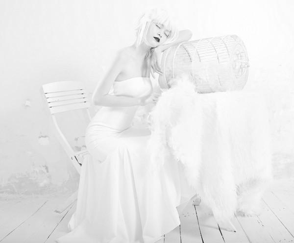 Quán quân Next Top Model hóa nữ thần tuyết trắng - ảnh 2