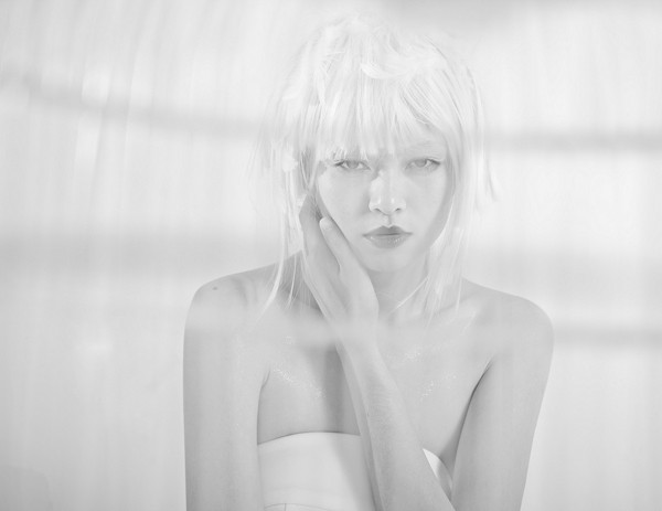 Quán quân Next Top Model hóa nữ thần tuyết trắng - ảnh 9
