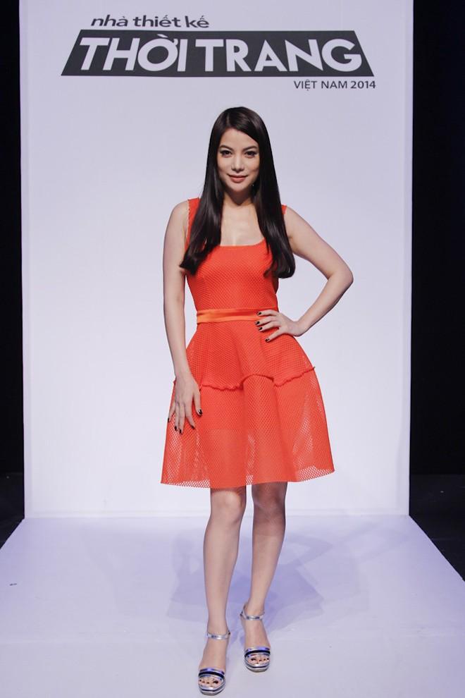 Trương Ngọc Ánh khoe dáng nuột nà với váy cam - ảnh 1