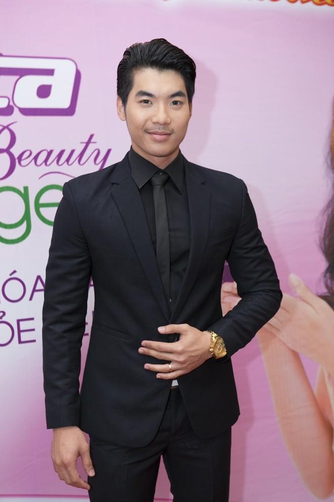 Hoa hậu Hương Giang kiêu sa với váy dạ hội đỏ rực - ảnh 9