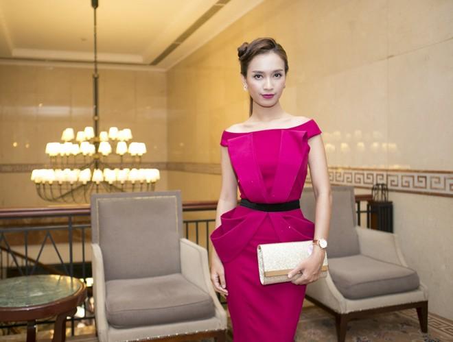 Hoa hậu Hương Giang kiêu sa với váy dạ hội đỏ rực - ảnh 10
