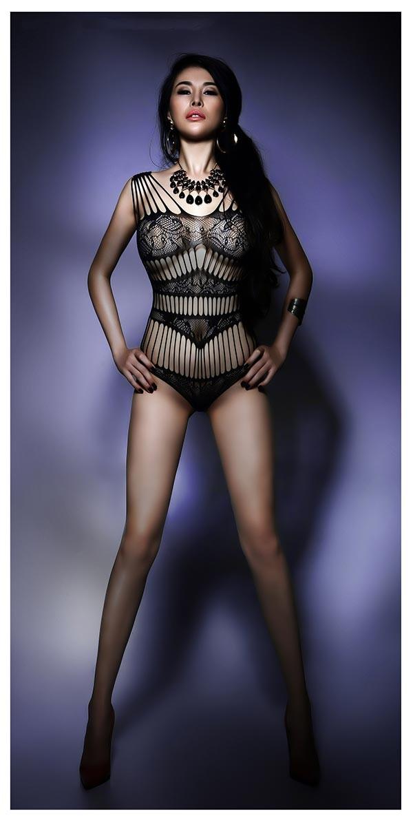 DJ Mariah Nguyễn mặc nội y, khoe vòng 1 'bỏng mắt' - ảnh 3