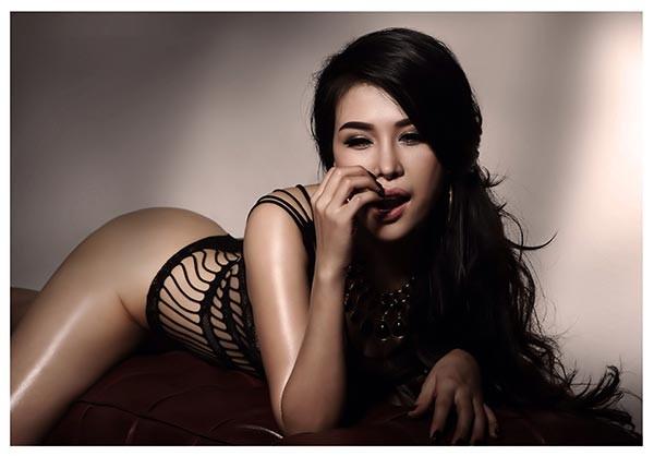 DJ Mariah Nguyễn mặc nội y, khoe vòng 1 'bỏng mắt' - ảnh 11