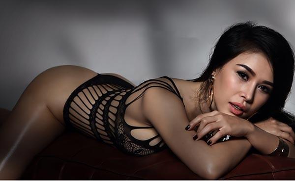 DJ Mariah Nguyễn mặc nội y, khoe vòng 1 'bỏng mắt' - ảnh 10
