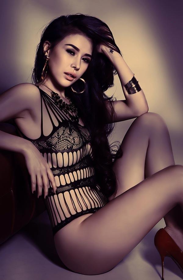 DJ Mariah Nguyễn mặc nội y, khoe vòng 1 'bỏng mắt' - ảnh 8