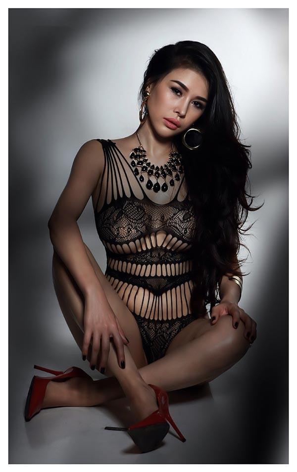 DJ Mariah Nguyễn mặc nội y, khoe vòng 1 'bỏng mắt' - ảnh 6