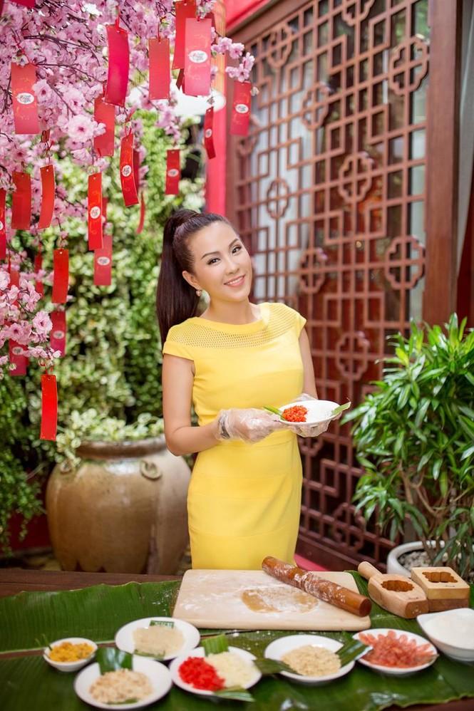 Hoa hậu Thu Hoài khoe tài làm bánh trung thu - ảnh 6