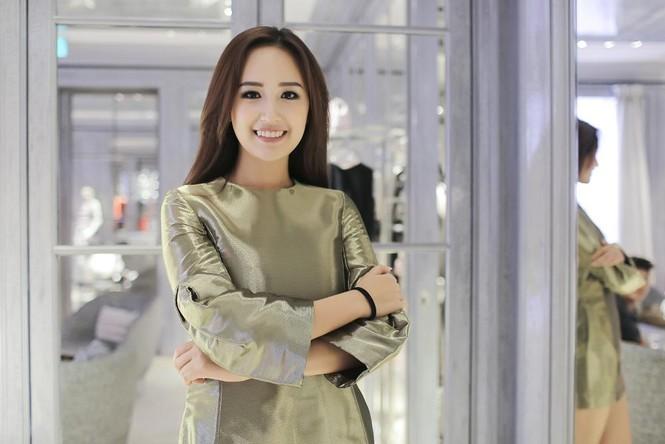Mai Phương Thúy thử đồ hiệu Dior ở Singapore - ảnh 7
