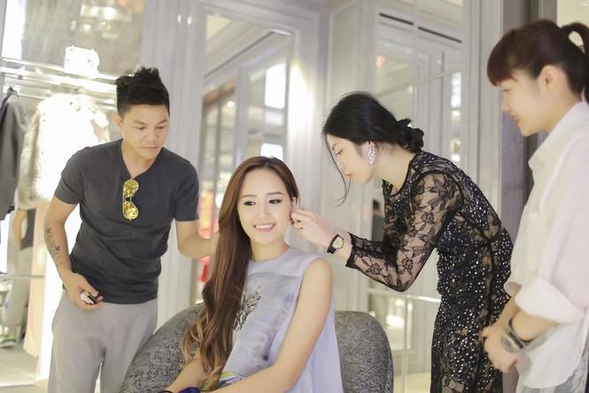 Mai Phương Thúy thử đồ hiệu Dior ở Singapore - ảnh 13