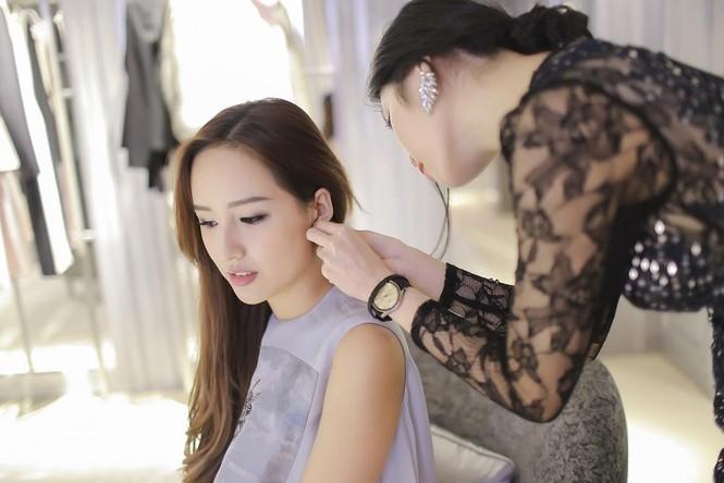 Mai Phương Thúy thử đồ hiệu Dior ở Singapore - ảnh 12