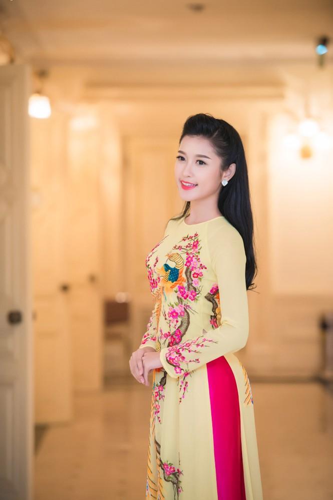 Hoa hậu Ngọc Hân hội ngộ Á hậu Huyền My tại Hà Nội - ảnh 9