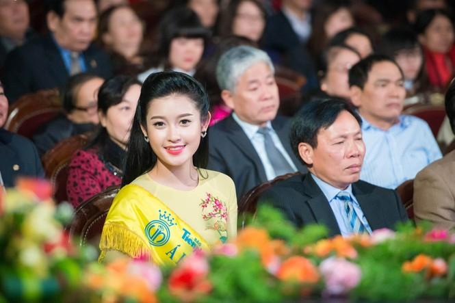 Hoa hậu Ngọc Hân hội ngộ Á hậu Huyền My tại Hà Nội - ảnh 2