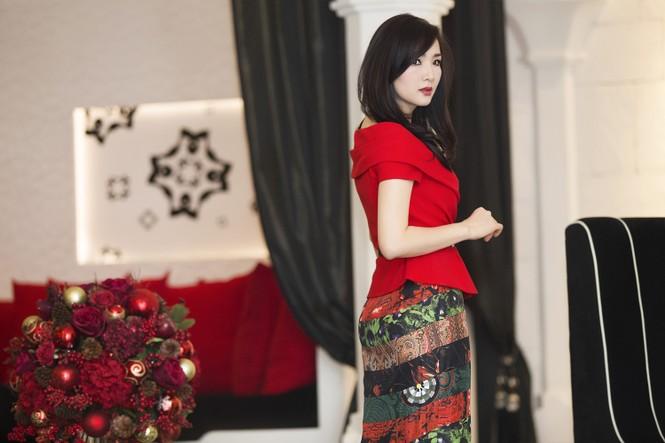 Giáng My khoe vai trần quyến rũ với váy đỏ rực - ảnh 9