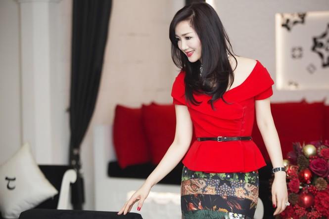 Giáng My khoe vai trần quyến rũ với váy đỏ rực - ảnh 10