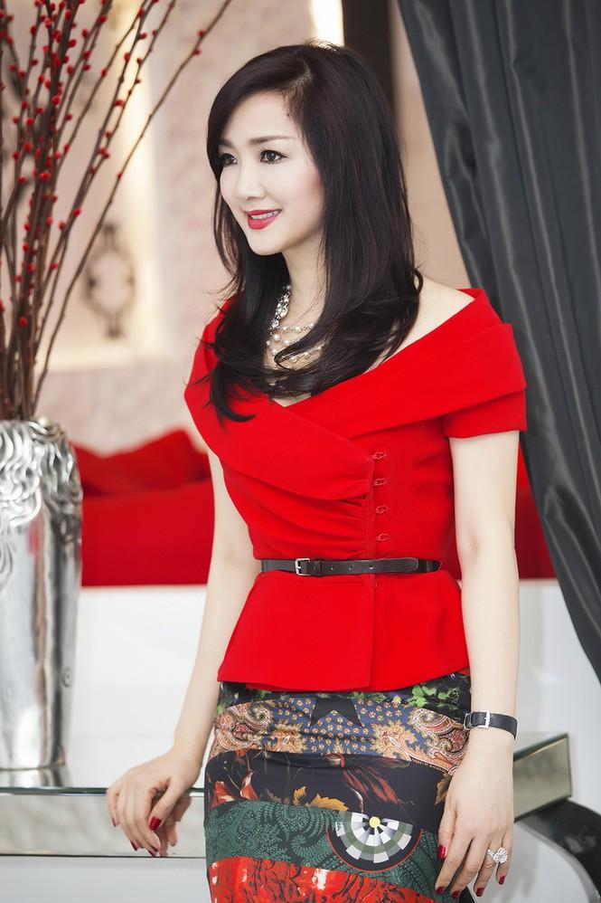 Giáng My khoe vai trần quyến rũ với váy đỏ rực - ảnh 6