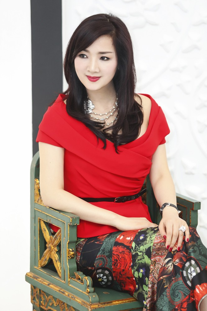 Giáng My khoe vai trần quyến rũ với váy đỏ rực - ảnh 4