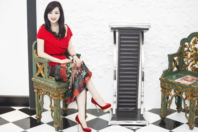 Giáng My khoe vai trần quyến rũ với váy đỏ rực - ảnh 5